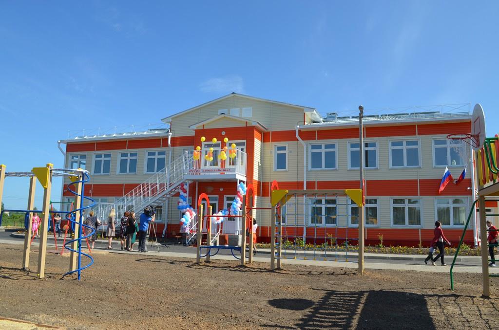 Впоселке Марфино под Вологдой открыт новый детский сад на 100 мест. Новое дошкольное учреждение построено в Вологодском районе впервые за последние 26 лет. На строительство было выделено в общей сложности 80 млн рублей, в том числе 24 млн из бюджета района.