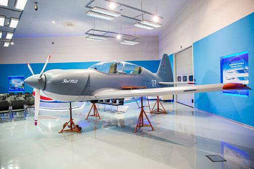 150 легких тренировочных самолетов Як-152 заказало Министерство обороны России