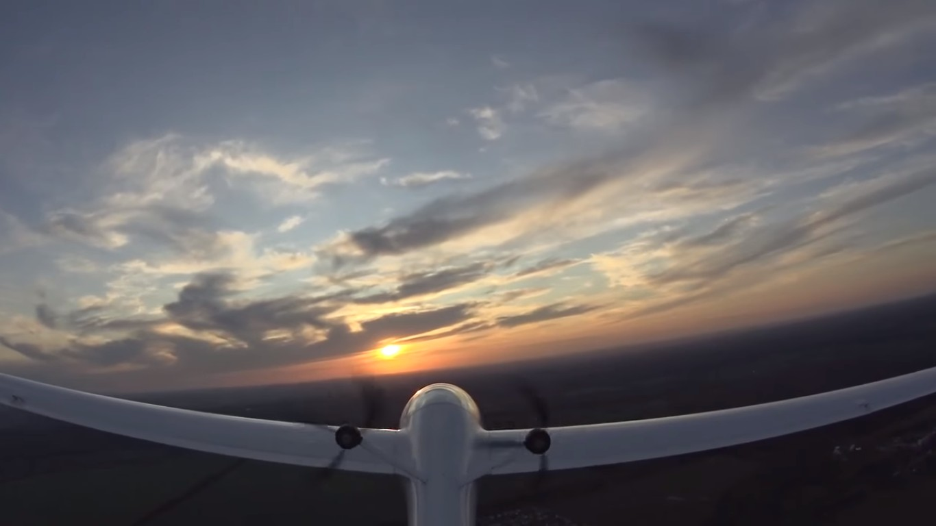 Первый полет отечественного экспериментального электрического самолета АС-4-ДУ (Видео)