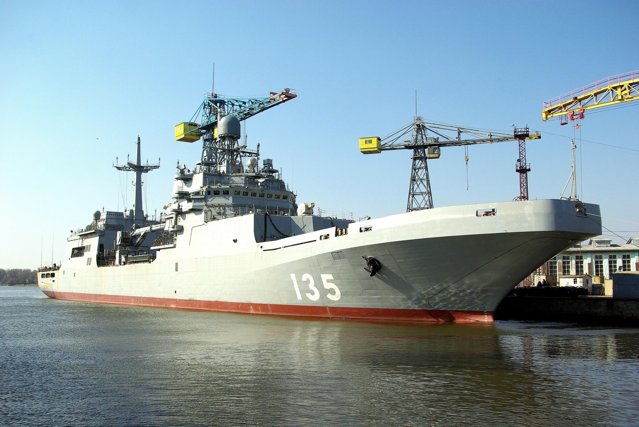"""Большой десантный корабль """"Иван Грен"""" впервые вышел в море в ходе испытаний"""