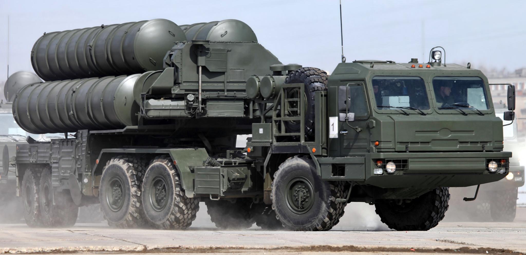 """Министерство обороны России досрочно получило первый в 2016 году полк зенитных ракетных систем С-400 """"Триумф"""""""