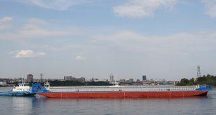 На Красноярской судостроительной верфи спустили на воду баржу-площадку «БП-3009»
