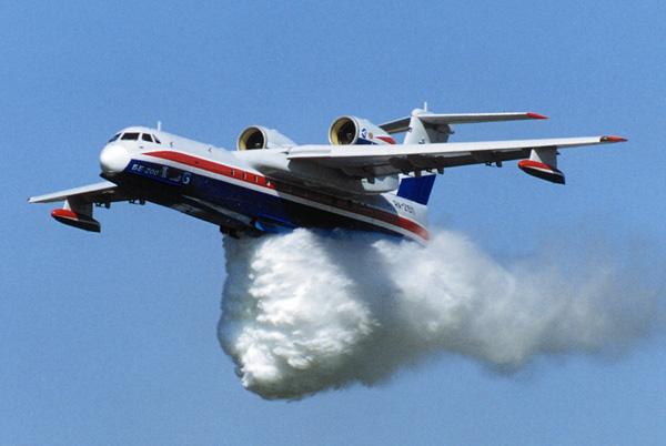 Первый самолет-амфибия Бе-200ЧС, произведенный в Таганроге, поступил на службу ростовским спасателям