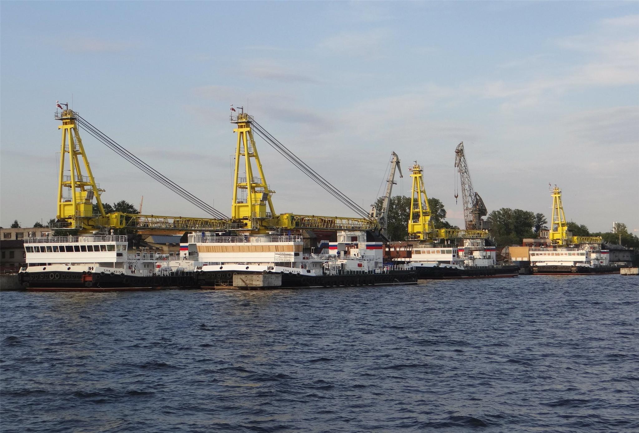 «Судостроительная фирма «Алмаз» передала ВМФ России очередную пару самоходных плавучих кранов