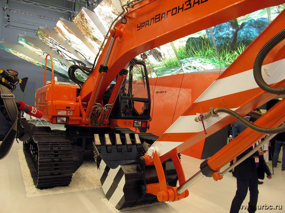 «Уралвагонзавод» показал новый гусеничный экскаватор массой 23 тонны