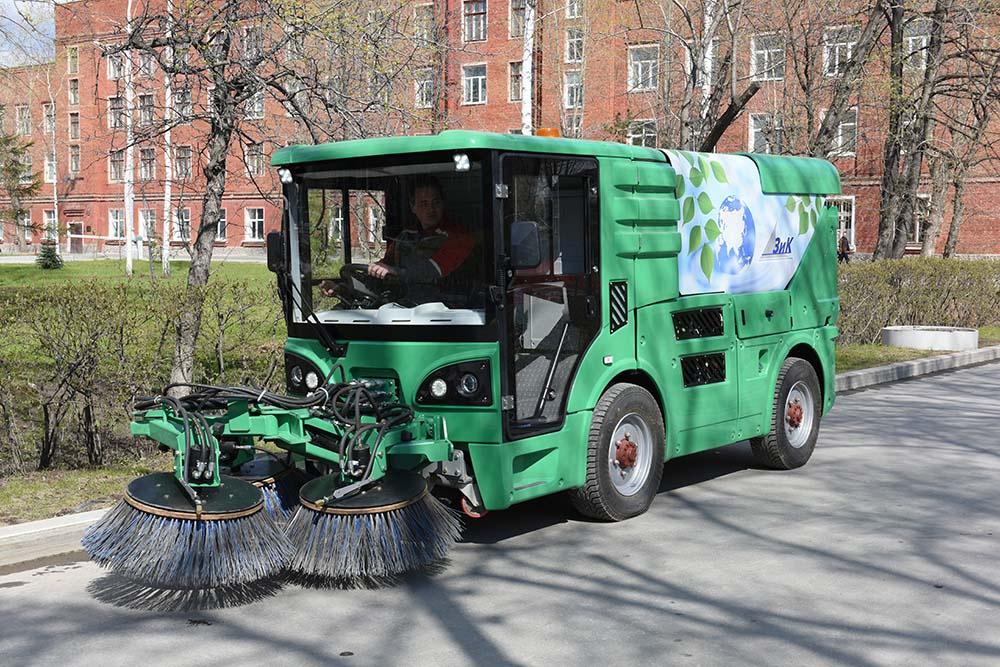 Машиностроительный завод имени М. И. Калинина разработал коммунальную машину МК-2000