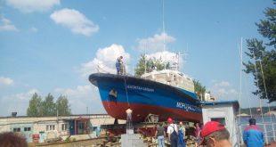 На «Ярославском судостроительном заводе» пустили на воду катер-бонопостановщик