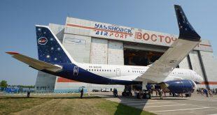 """Переоборудование Ту-204-300 для нужд ЦПК предусматривает, что каждое воздушное судно будет иметь 52 пассажирских места, размещенных в трех салонах. В первом салоне """"главного пассажира"""" (для космонавтов) будет размещено три одноместных поворотно-откидных кресла и трехместный диван, во втором салоне для космонавтов – пять купе с трехместными диванами, а также пять одноместных кресел вне купе, в третьем салоне – четыре двухместных блока кресел бизнес-класса и девять трехместных блоков кресел эконом-класса. Все салоны будут укомплектованы системами развлечения пассажиров. Третий салон должен иметь возможность трансформации в медицинский вариант с размещением двух медицинских модулей."""