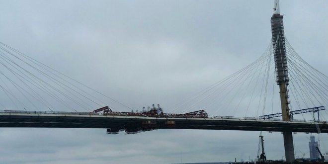 Вантовый мост Западного скоростного диаметра в Санкт-Петергбурге сомкнулся