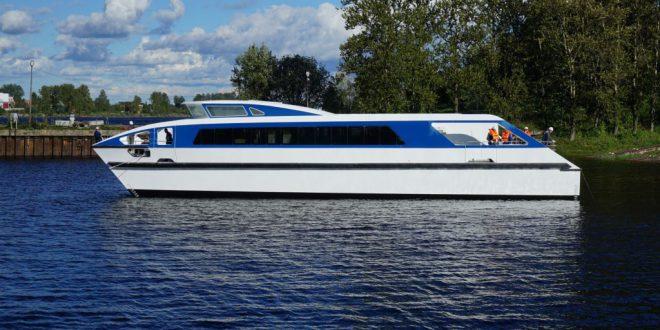 Новый пассажирский катамаран спустили на Средне-Невском судостроительном заводе