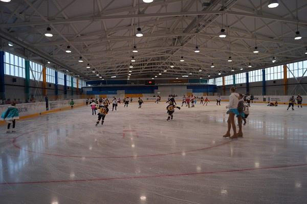 В столице Ямала открыли вторую ледовую арену