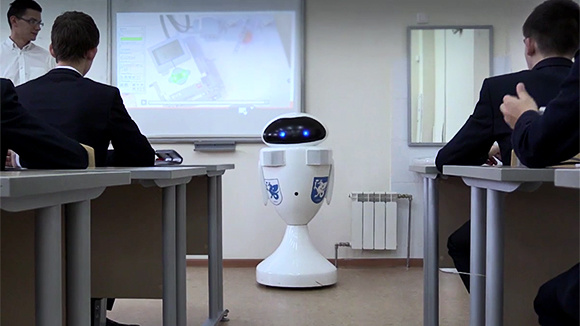 Первый в России учитель-робот провел урок в Казани