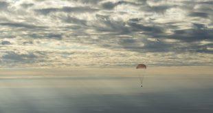 """Трое космонавтов успешно вернулись на Землю на корабле новой серии """"Союз МС"""""""