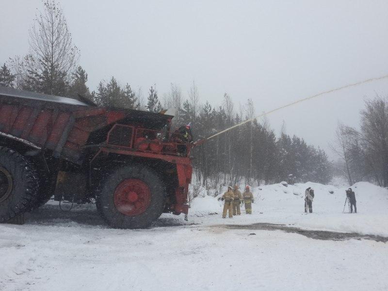В МЧС России по Кемеровской области впервые опробовали в работе «пожарный» БелАЗ!