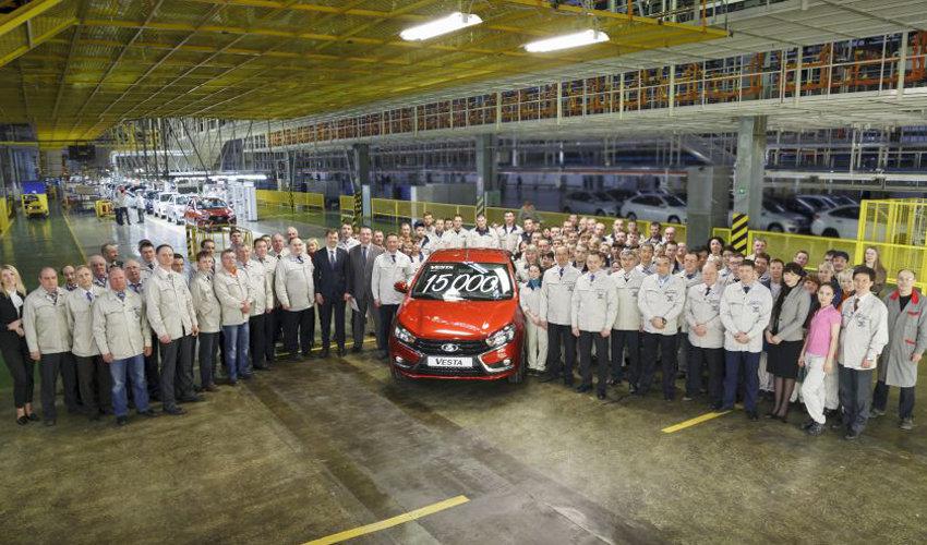 Юбилейная 15 000-я Lada Vesta сошла с конвейера спустя 6 месяцев с начала производства