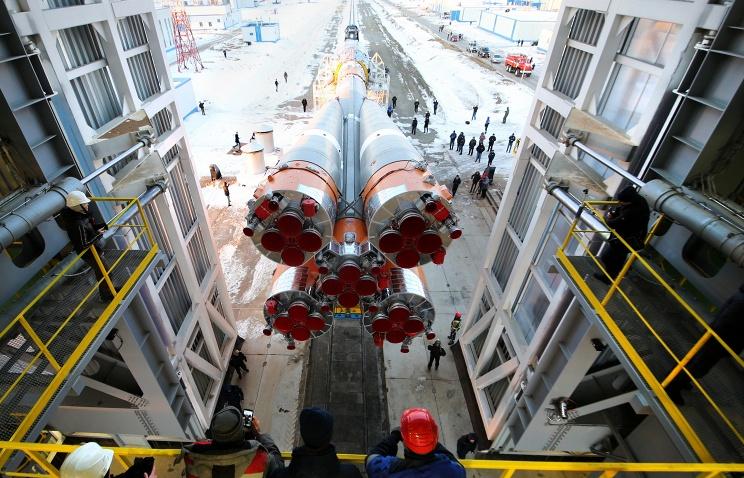 В рамках подготовки пуска на космодроме Восточный к ракете Союз присоединили спутники
